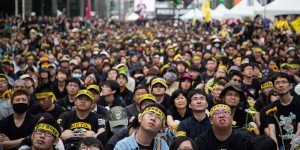 Taiwanese Students Gather To Protest Against China Deal